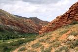 Красные горы вдоль реки Джукучак