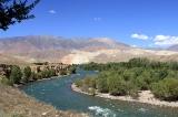 Цветные горы вдоль реки Кёкемерен